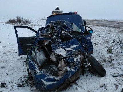 ВБашкирии КамАЗ смял легковушку. шофёр  умер