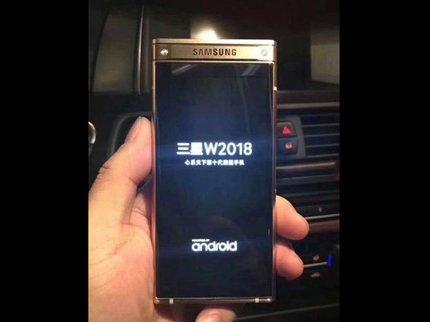 Всеть попали первые фотографии «раскладушки» Самсунг W2018