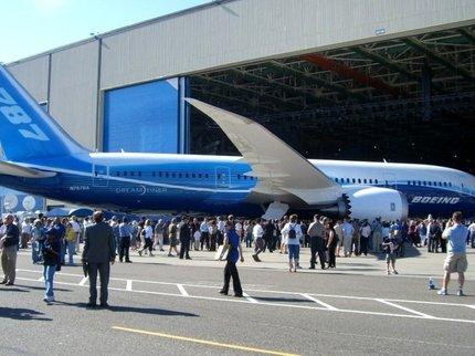 Власти США распорядились заменить двигатели в самолетах Boeing 787
