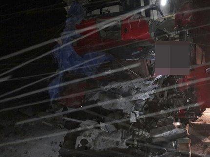 Самосвал «Шакман» итягач «Скания» столкнулись натрассе вБашкирии, есть погибший