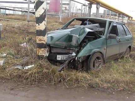 Нетрезвый шофёр ВАЗа вНефтекамске наехал на железную опору