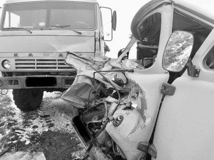 ВБашкирии один человек умер, четверо травмированы встолкновении УАЗа иКамАЗа