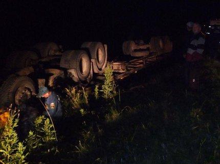 Около села Насибаш шофёр «КамАЗа» вылетел вкювет и умер