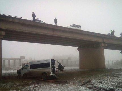 ВБашкирии микроавтобус счетырьмя пассажирами вылетел смоста