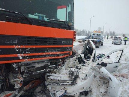 Шофёр «Лады» умер влобовом столкновении с фургоном вУфе