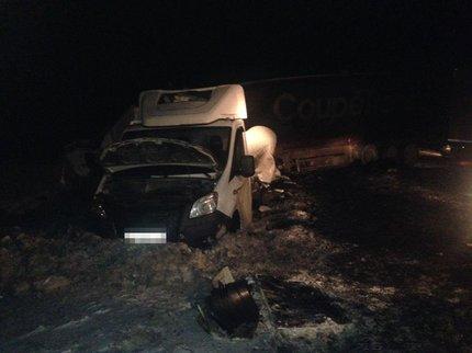 Натрассе вБашкирии столкнулись три фургона, шофёр одного изних умер