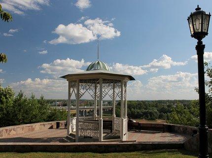 Уфимский парк имени Салавата Юлаева украсила новая декоративная подсветка