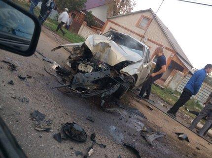 Свидетели: ВБашкирии «Ford Focus» влетел встолб, пострадали двое